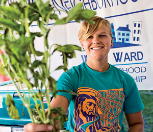 Rachel Young '18 hands out vegetables grown at LaFarm to residents of the West Ward.