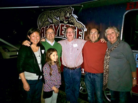 Christine '85 (L–R), Steven '86, and daughter Elise Standbridge, and Jeff Margolies '74 with the  Weisburgers in Texas