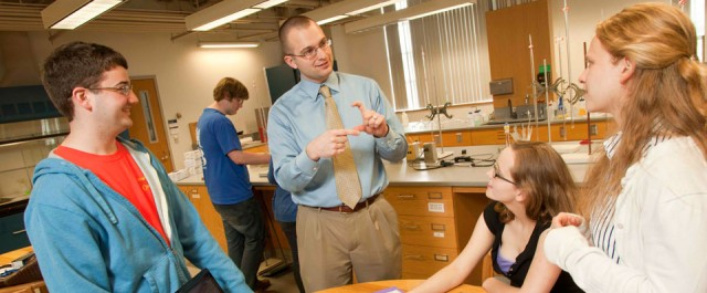 Ryan Van Horn '04, assistant professor of chemistry, Allegheny College, discusses a research project with students in the lab. Photo by William N. Owen.